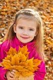 Stående av den gulliga små caucasian flickan Arkivfoton