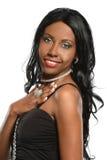 Stående av den härliga afrikansk amerikankvinnan Arkivbilder
