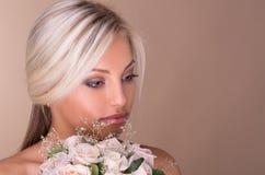 Stående av den härliga blonda bruden Royaltyfri Fotografi