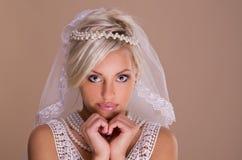 Stående av den härliga blonda bruden Arkivfoton