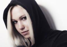 Stående av den härliga blonda rappareflickan Royaltyfri Fotografi