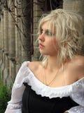 Stående av den härliga ensamma kvinnan Royaltyfria Foton
