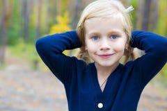 Stående av den härliga femåriga flickan Arkivbild