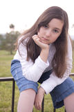 Stående av den härliga flickan i parkera Royaltyfria Bilder