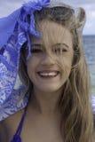 Stående av den härliga flickan på stranden Royaltyfri Foto