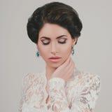 Stående av den härliga kvinnabröllopmodellen Fotografering för Bildbyråer