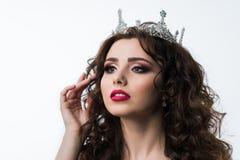 Stående av den härliga kvinnamodellen med yrkesmässig makeup Royaltyfri Bild