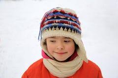 Stående av den härliga lilla flickan i vintern royaltyfri fotografi