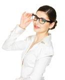 Stående av den härliga lyckliga kvinnan i exponeringsglas Fotografering för Bildbyråer