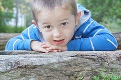 Stående av den härliga pojken. royaltyfria bilder
