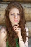 Stående av den härliga röda haired flickan Royaltyfri Fotografi