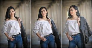Stående av den härliga sexiga unga kvinnan med den moderna dräkten, läderomslaget, jeans, den vita blusen och svartkängor Arkivfoton