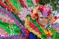 Stående av den härliga unga Balinesekvinnan i etnisk dansaredräkt Arkivfoton