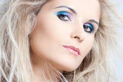 Stående av den blonda unga kvinnan Royaltyfri Fotografi