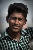 Stående av den indiska mannen i lokal morgonmarknad på Hospet, Karnata Arkivbild