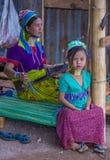 Stående av den Kayan stamkvinnan i Myanmar Arkivfoto