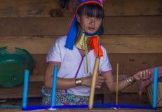 Stående av den Kayan stamkvinnan i Myanmar Arkivbild