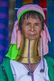 Stående av den Kayan stamkvinnan i Myanmar Royaltyfri Foto