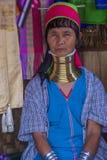 Stående av den Kayan stamkvinnan i Myanmar Royaltyfri Bild
