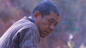 Stående av den kinesiska gamala mannen yunnan Kina royaltyfri bild