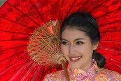 Stående av den kinesiska traditionella klänningen Royaltyfri Bild