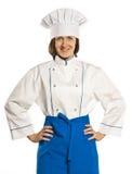 Stående av den kvinnliga kocken för smiley i enhetligt. isolerat på vitbakgrund Royaltyfri Bild