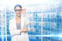 Stående av den kvinnliga ledaren i exponeringsglas arkivfoto