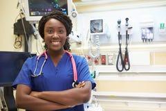 Stående av den kvinnliga sjuksköterskan In Emergency Room Arkivfoto