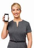 Stående av den lyckliga affärskvinnan Showing Smart Phone Royaltyfri Bild
