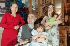 Stående av den lyckliga familjen för tre utvecklingar Royaltyfria Bilder