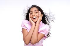 Stående av den lyckliga indiska flickan arkivfoton