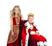 Stående av den lyckliga konungen och Qween i karnevaldräkter royaltyfria foton