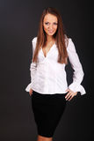 Stående av den lyckliga le affärskvinnan Royaltyfria Bilder