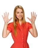 Stående av den lyckliga le kvinnan som visar tio fingrar arkivfoton