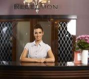 Stående av den lyckliga receptionisten royaltyfri fotografi