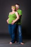 Stående av den lyckliga unga familjen Fotografering för Bildbyråer
