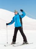 Stående av den manliga sluttande skidåkaren royaltyfri foto