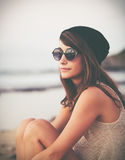 Stående av den moderiktiga stilfulla Hipsterkvinnan royaltyfri bild