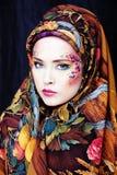 Stående av den moderna adelskvinnan med idérik framsidakonst royaltyfria bilder