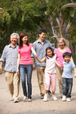 Stående av den Multi-Generation kinesiska familjen arkivbilder
