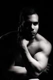 Stående av den muskulösa manen Royaltyfri Foto