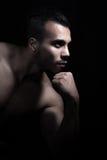 Stående av den muskulösa manen Royaltyfri Fotografi