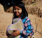 Stående av den Myanmar flickan, Mandalay Fotografering för Bildbyråer