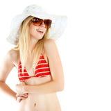Stående av den nätt gladlynt kvinnan som ha på sig den röda baddräkt- och sugrörhatten fotografering för bildbyråer