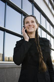 Stående av den nätta unga affärskvinnan Royaltyfri Bild