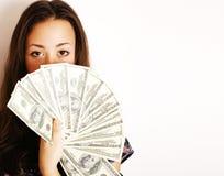 Stående av den nätta unga kvinnan med pengar som isoleras på vit bakgrund Arkivbilder