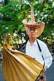Stående av den Nusa Tenggara mannen i traditionell dräkt Royaltyfria Foton