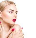 Stående av den sexiga flickan med ljus makeup Arkivbild