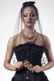 Stående av den sexiga gotiska kvinnan Royaltyfri Fotografi
