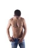Stående av den sexiga unga mannen i jeans Royaltyfri Bild